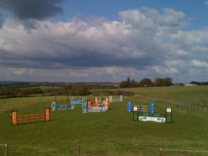 grass-jumping-field